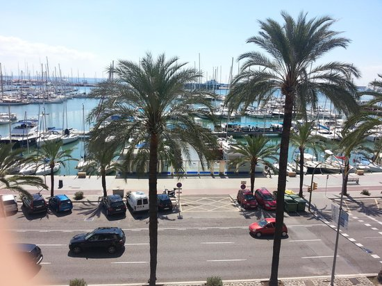 Hotel Mirador: View from the balcony of road and harbour