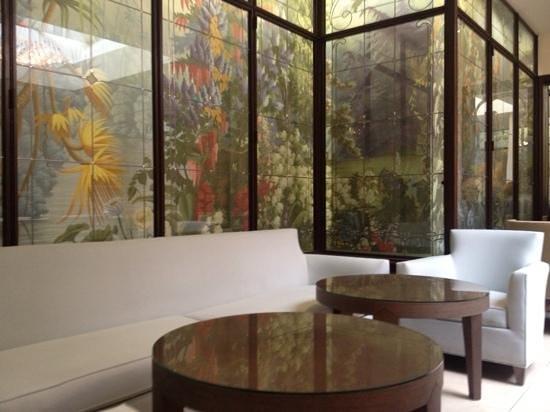 Hotel de l'Universite : reception area as well as breakfast