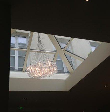 Hotel de l'Universite : chandelier in breakfast area