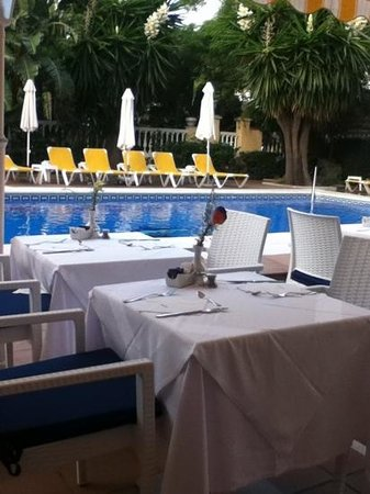 Essence Hotel Boutique by Don Paquito: breakfast by the pool, wonderful