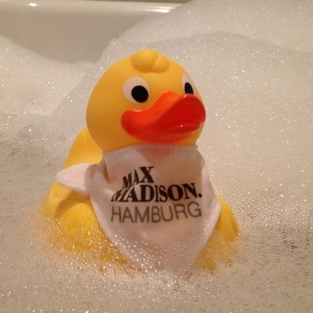 The Madison Hamburg: and even a bath companion for the business traveller is included in the Rome rate ;-)
