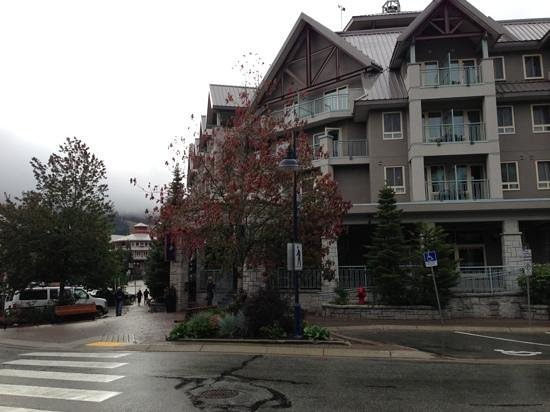 Summit Lodge Boutique Hotel: Overcast September morning