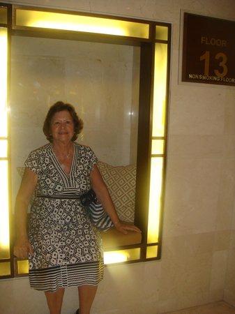 Le Royal Hotel Amman : No hall dos elevadores