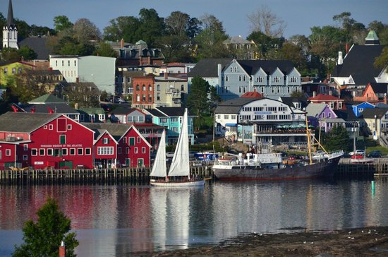 Topmast Motel: Lunenburg Harbor