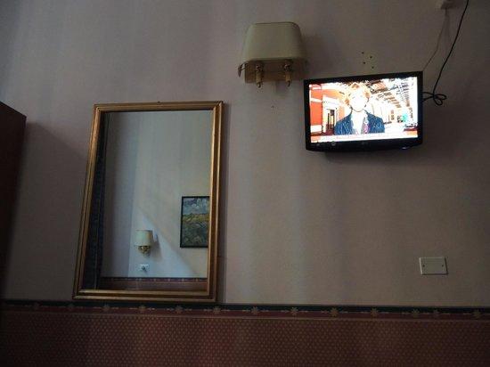 Hotel Lazzari: Televisor