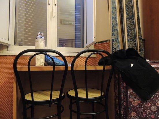 Hotel Lazzari: Mesa