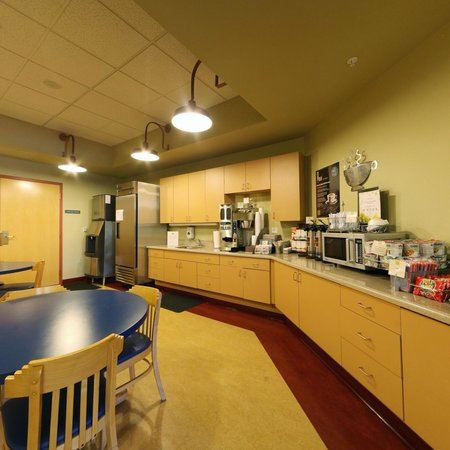Thunderbird Executive Inn & Conference Center: 24hr Complimentary Snack Lounge for Hotel Guests