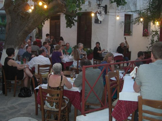 Taverna Alexandros: Great Atmosphere