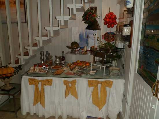 Hotel Boutique Las Brisas: Mesa del desayuno, si quieres mas...pídelo.