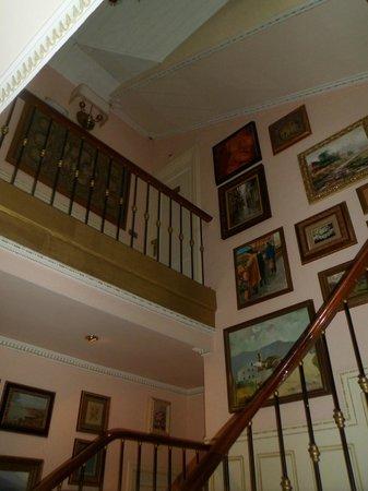 Hotel Boutique Las Brisas: El interior del hotel es como una galería de de cuadros.