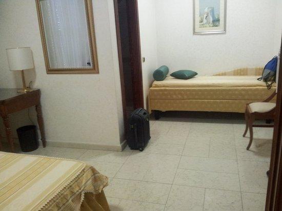 Mariano IV palace hotel: Room, extra bed
