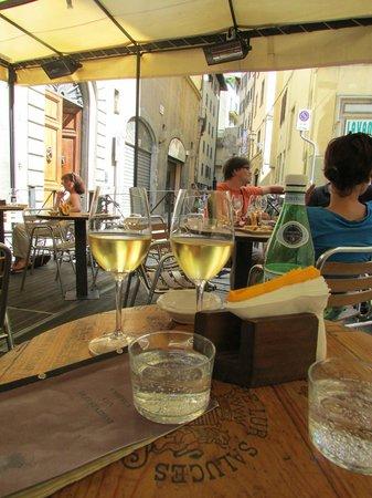 Le Volpi e L'Uva : View across the patio