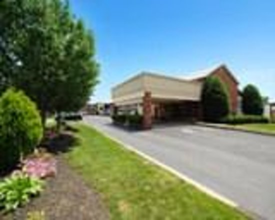 Quality Inn & Suites Millville: Main entrance