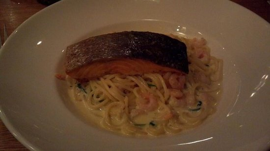 Jurys Inn Belfast : Linguine w/salmon, shrimp and scallops
