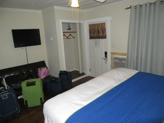 Americas Best Value Inn & Suites - Royal Carriage: Large and clean room