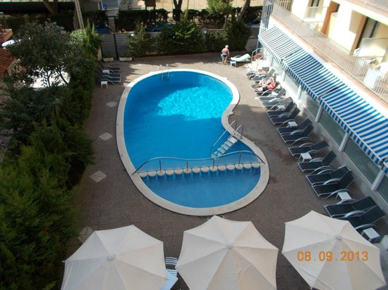 Hotel Stella Maris: pool from fire escape stairway