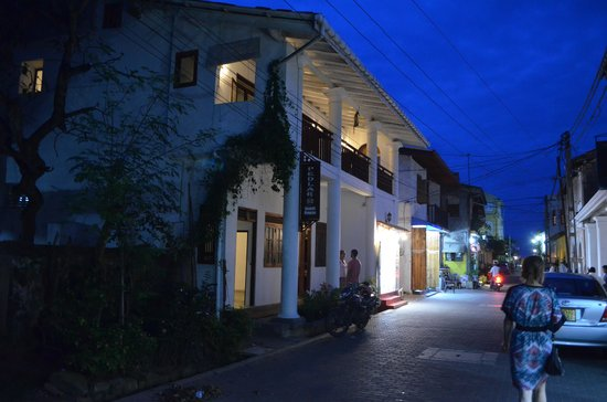 Pedlar62 Guest House : The hotel at dusk
