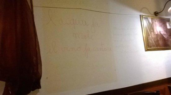 Trattoria Pizzeria Via Coviello: scritte sui muri