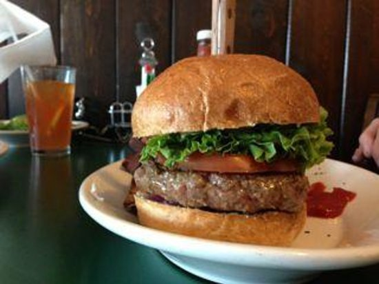 Jernigan's Tap House and Grill: Great burgers with Yam fries