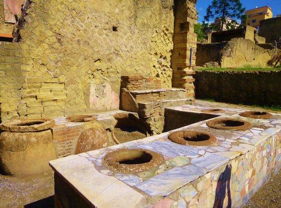 Ruins of Herculaneum: 1st  century McDonalds!