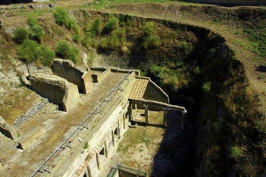 Ruins of Herculaneum: buried 25 metres!