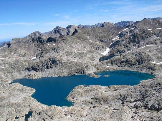 Hotel Vicente: Lago alto de Bramatuero (2505m) desde el pico Serrato