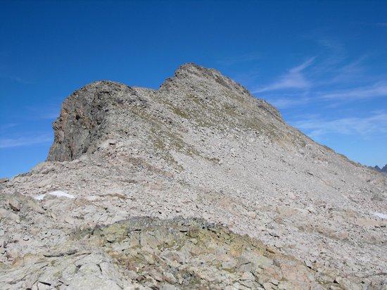 Hotel Vicente: pico Serrato (2888m), cara E y vía de ascensión