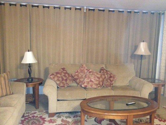 Haleakala Shores Condos: Living Room with Sofa Bed (queen)