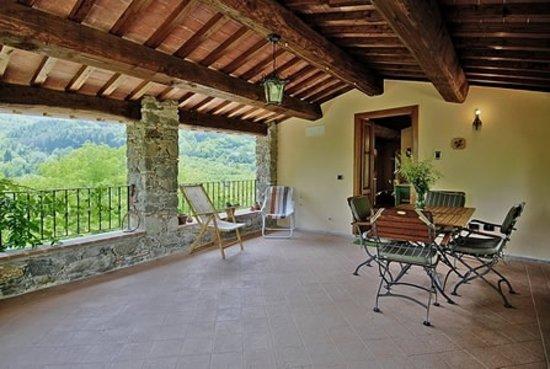 Agriturismo Borgo del Sole: Terrazza appartamento Campane