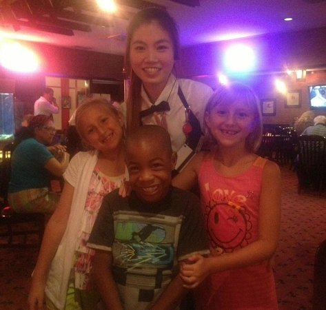 Dynasty Chinese Restaurant: Cindy, our waitress taking pictures with her clientele's children :)