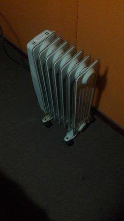 Welcome Cusco Hostel: Calefactor para calentar la habitación en la noche.