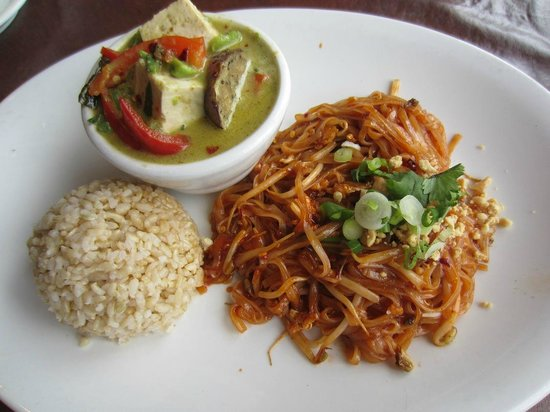 Banana Leaf Thai Bistro : Lunch special: Phad Thai + Avocado Green Curry Tofu with brown rice and served with soup.