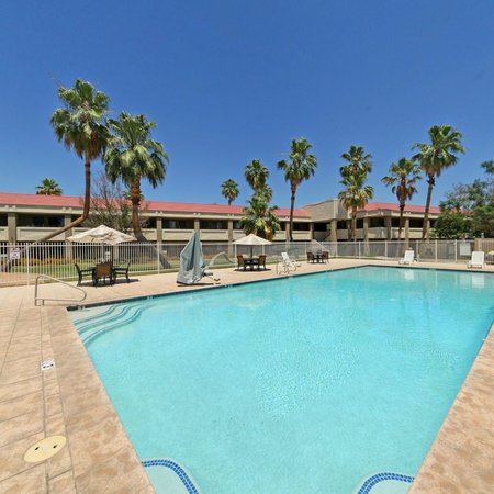 Thunderbird Executive Inn & Conference Center: Salt Water Pool