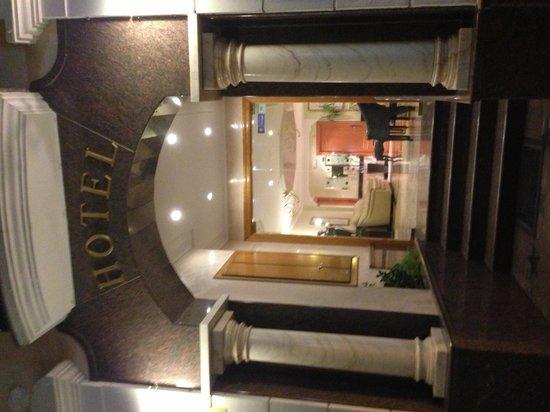 Hotel Nerja Princ: entrée de l'hotel