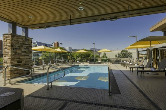 Hotel 540: Rooftop Pool and Hot Tub