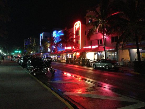 Majestic Hotel South Beach: Ocean Drive. :) Magnetic place :)