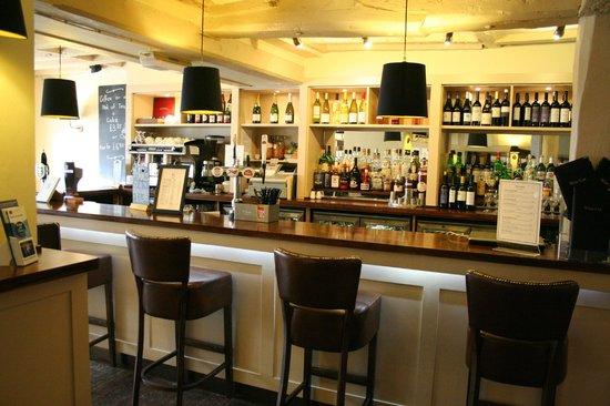 BEST WESTERN Rose And Crown In Tonbridge: Hotel bar