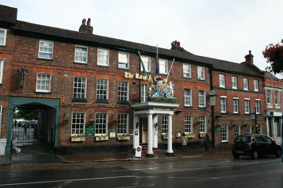 Best Western Rose and Crown in Tonbridge: View from the main street