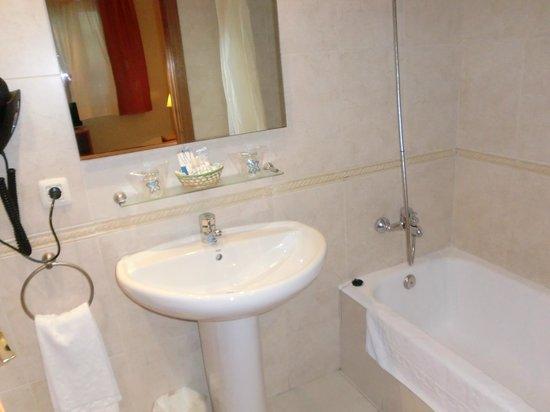 Hotel Marvi: シャワールーム