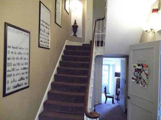 Lime Tree Hotel : escaleras hacia las habitaciones