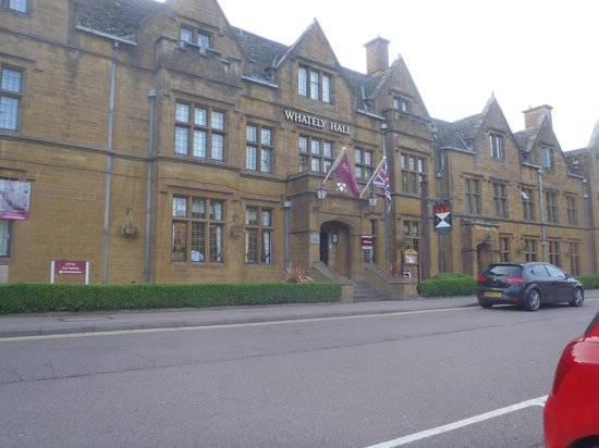 Mercure Banbury Whately Hall Hotel: The Fantastic Frontage