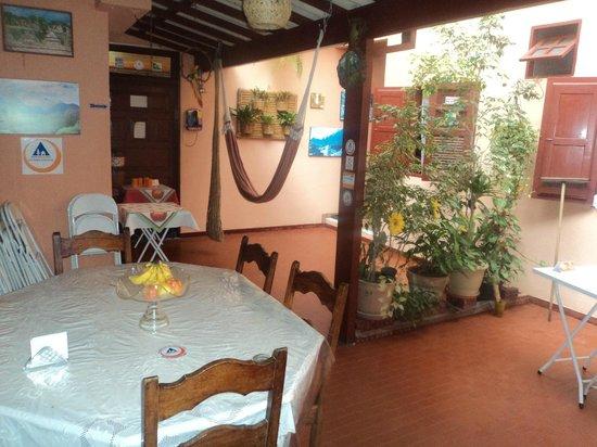 Recanto Do Lord Hostel: Varanda e área de refeições