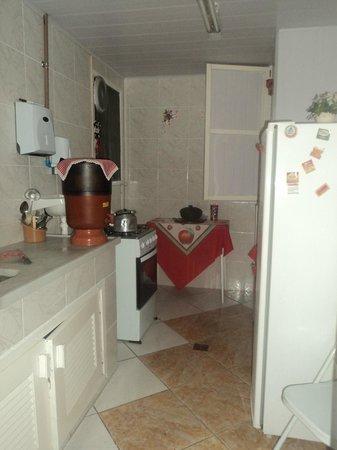 Recanto Do Lord Hostel: Cozinha para uso de hóspedes