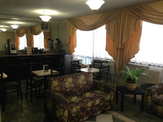 Rodeway Inn Near Stubhub Center: Lobby Seating Area