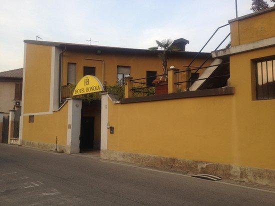 Bonola Hotel: Ingresso