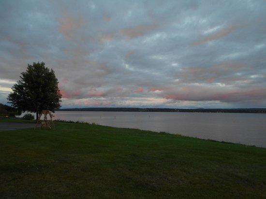 Baraga Lakeside Inn: Sunset