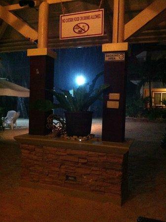 Willy's Beach Hotel : First night
