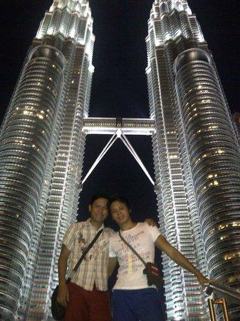 ตึกแฝดเปโตรนาส: The Twin Tower at Night
