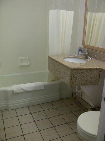 Motel 6 Walla Walla : Bathroom
