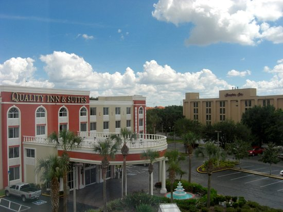 Wingate by Wyndham Convention Ctr Closest Universal Orlando: View of hotel next door from our bedroom window